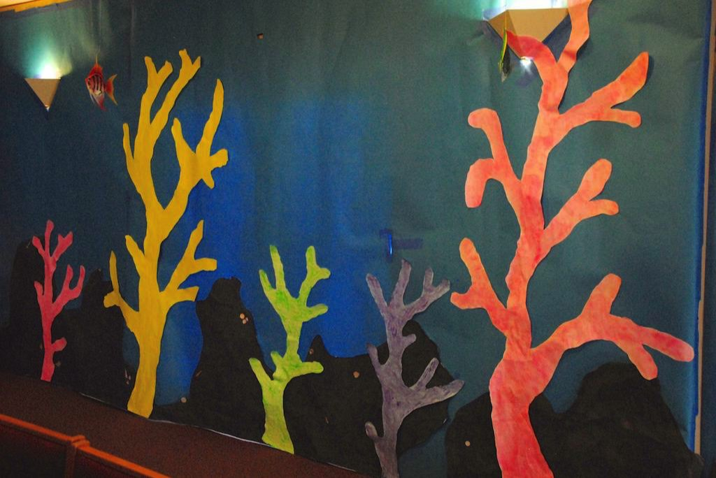 Nemo decorations vbs online for Nemo decorations